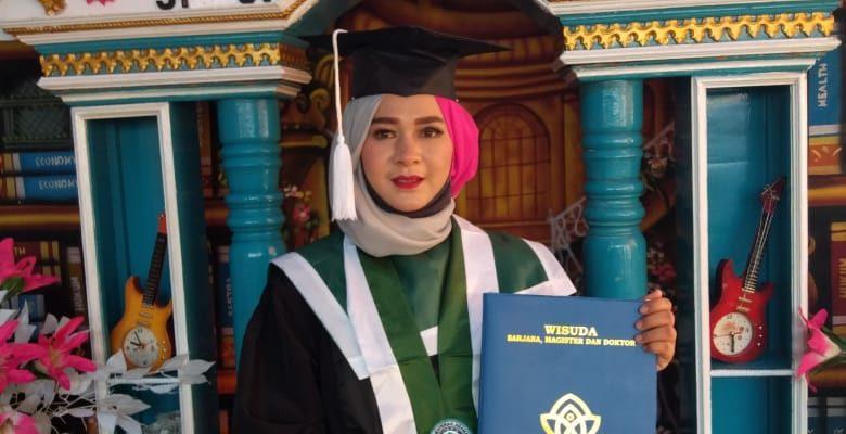 """Selamat dan Sukses, Wisuda Dr. Emmi Kholilah Harahap """"Literasi Kita Indonesia"""""""