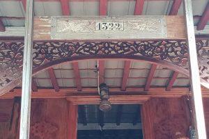 """Rumah Suku Rejang – Umea Meno'o """"Belajar Siwijaya dari Tanah Rejang"""""""
