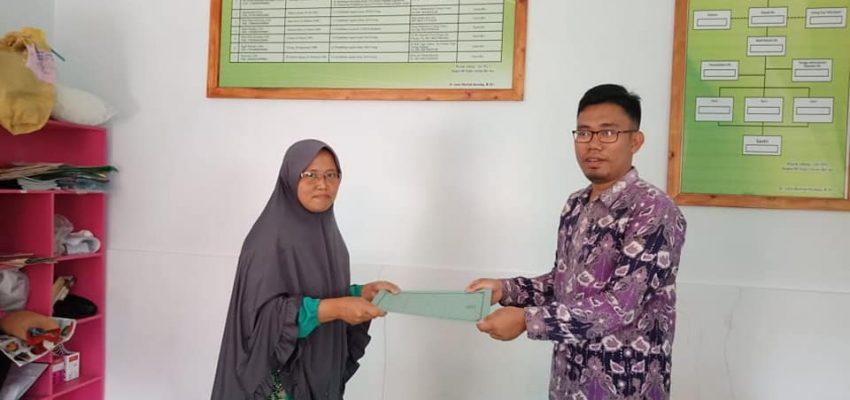 Penyerahan SK Mengajar RA Tunas Literasi Qur'ani